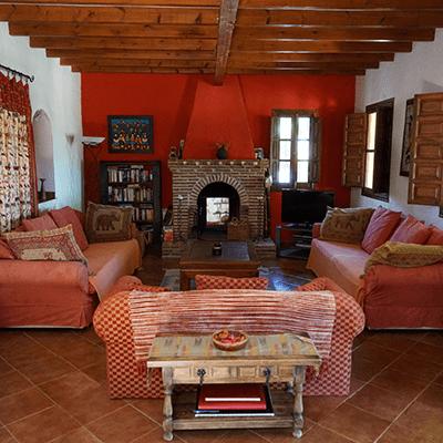 Lounge and Fireplace | La Zahurda